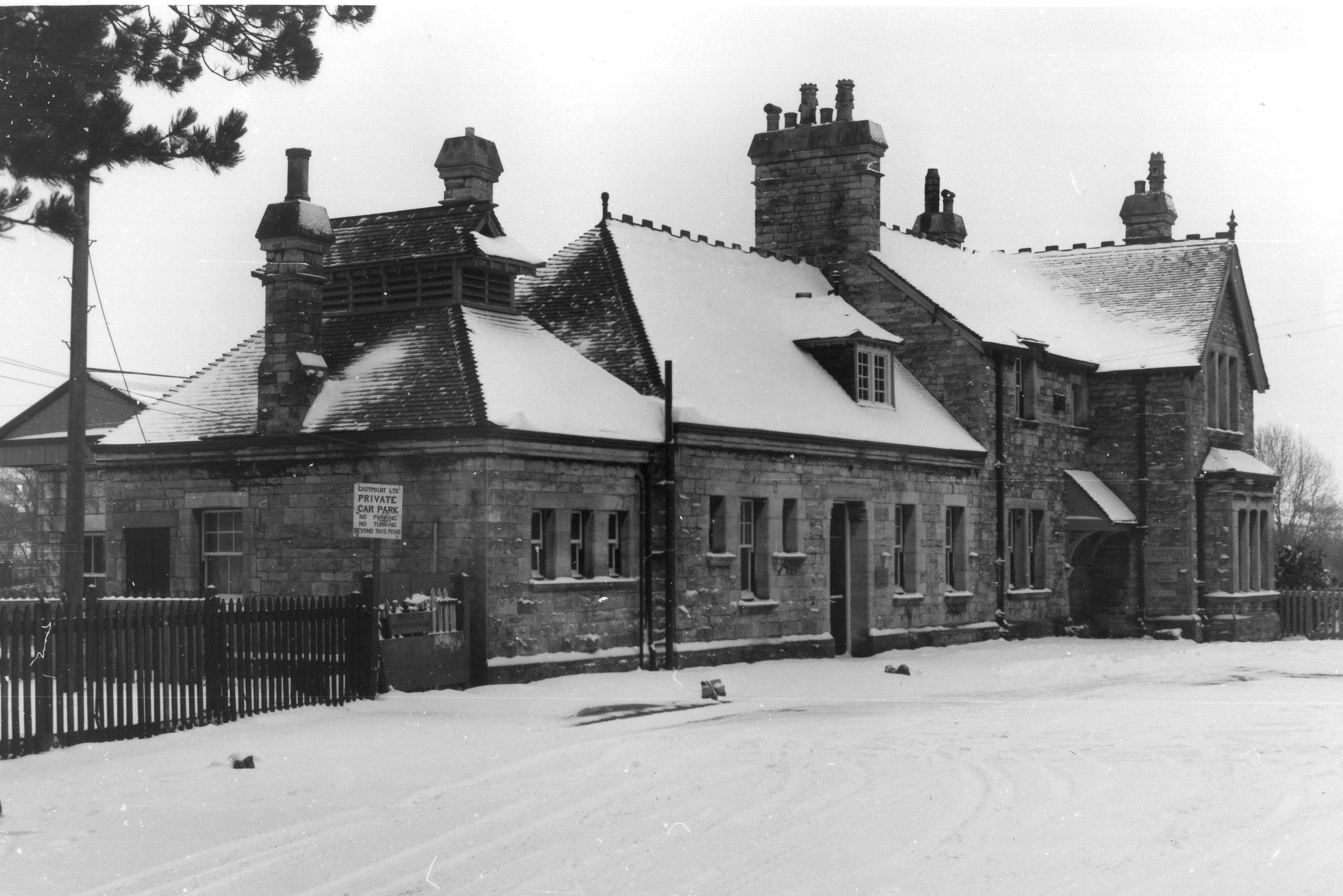 Station + snow